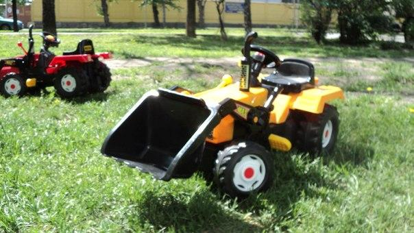 Трактор педальный с ковшом