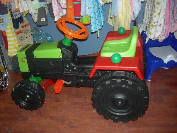 Трактор педальный малый